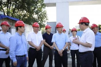 2019年9月10日,省卫健委何延政主任一行到中心调研指导工作。