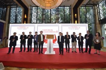 2017年11月10-12日,各级领导及国内外心身领域专家参加中心成立及签约揭牌仪式。
