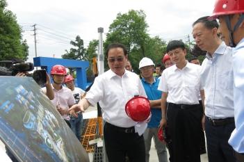 2018年5月17日,四川省省委常委、副省长王一宏视察调研精医中心。