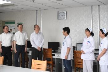 2019年8月19日,尹力省长一行到省医院心身医学中心关心精医中心筹建工作。