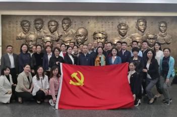 2019年10月24日,中心党总支副书记胡敏、支部书记顾凤娇参加党务学习。