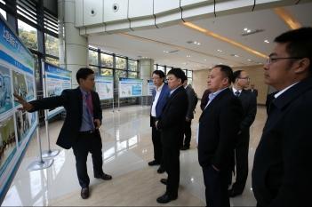 2017年11月12日,温江区委书记王道明到精医中心关心项目建设情况。